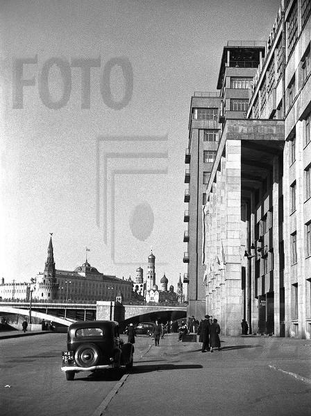 Дом на набережной. Театр Эстрады. Москва. 1940-е.jpg